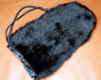 Vampire Fur Mitt