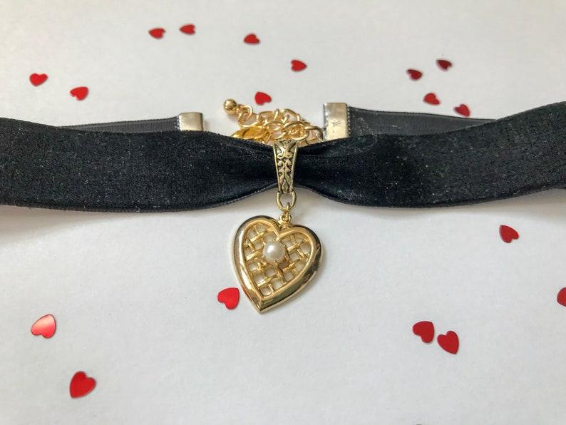 Gold heart choker