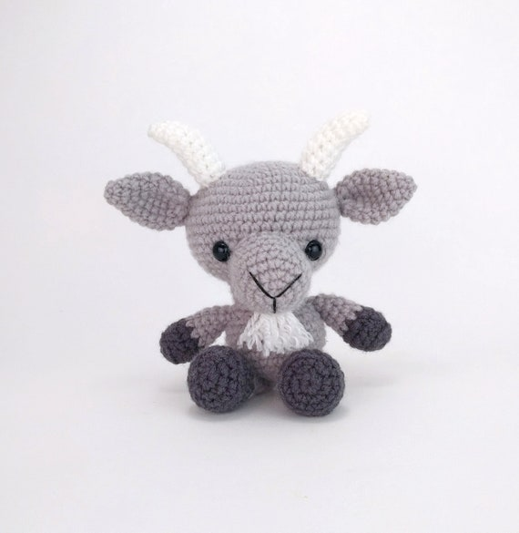 Ravelry: Hopscotch the Goat - Amigurumi pattern by Laura Pavy | 585x570