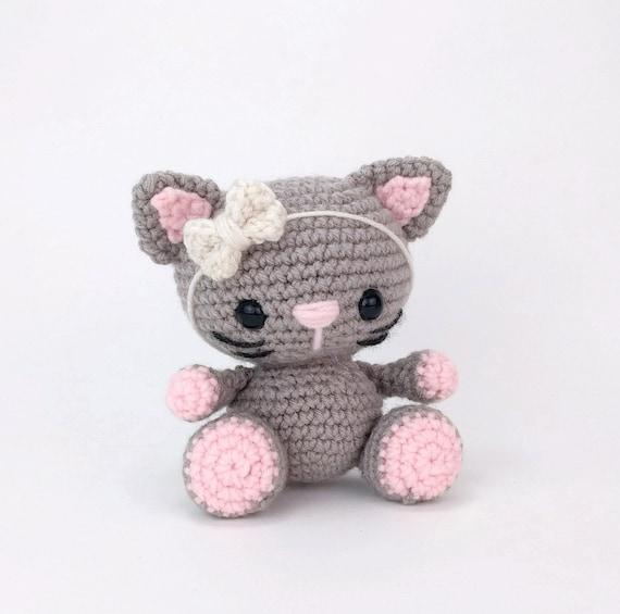 Free Amigurumi Pattern: Cube Kitty Cat pattern by Crafty Bunny Bun ... | 565x570