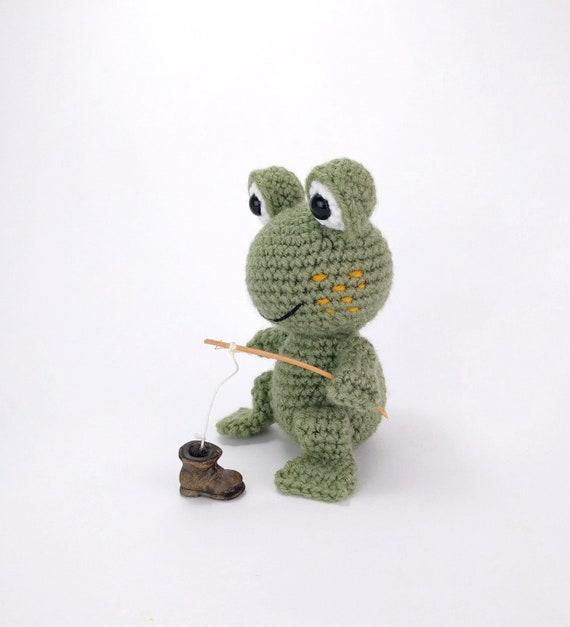 Crochet Frog Prince amigurumi pattern - Amigurumi Today | 627x570