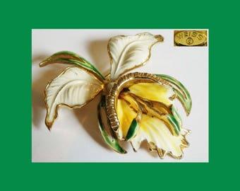 "50s WEISS IRIS Flower Enamel Goldtone Brooch/Pin~White/Yellow/Green~Large 2.25""L~60s~Retro Vintage Boho Chic~Hollywood Regency~EUC"