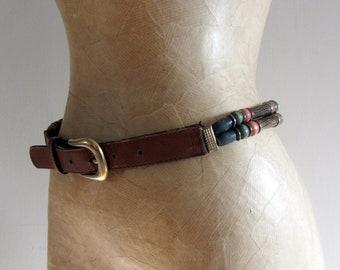 f9ce3c0fa32 Ceinture perlée vintage des années 90. Ceinture hippie rétro avec des  perles en bois Chunky et devant en similicuir. des années 80 90 s  accessoires ceinture ...