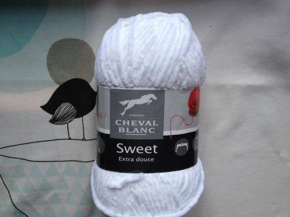 SWEET white - horse white wool