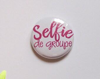 "Badge 1"" - Selfie de groupe rose"