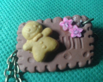 Necklace with a small butter and a small biscuit