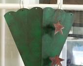 Large Door or Wall Metal Green and Blsck Pocket Bucket Basket, Fall or Christmas Door Decor, Metal Basket, Rustic Decor, Pocket Metal Basket