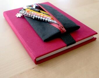 Astuccio portapenne da portare sul quaderno con elastico, realizzato jeans nero