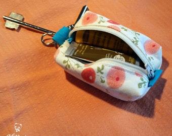 Piccolo astuccio portachiavi con angoli per contenere piccoli oggetti, realizzato a mano con stoffe giapponesi