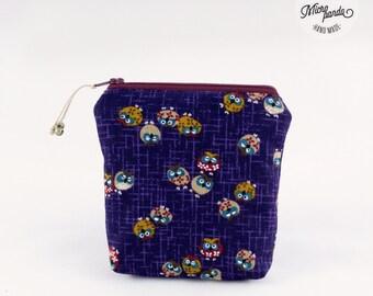 Piccolo astuccio quadrato realizzato con stoffa giapponese con gufetti