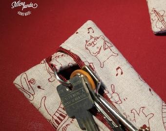 Portachiavi chiuso con cerniera, realizzato a mano con stoffa giapponese con gatti musicisti