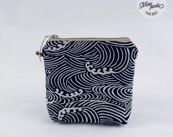 Piccolo astuccio quadrato realizzato con stoffa giapponese tradizionale con onde
