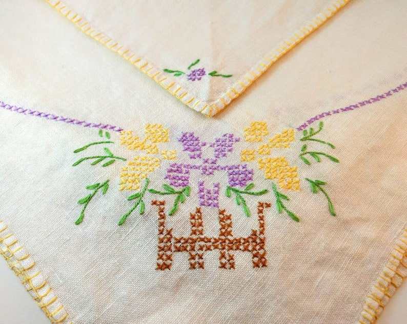 Linen Tablecloth and 4 Matching Napkins Vintage Hand Embroidered