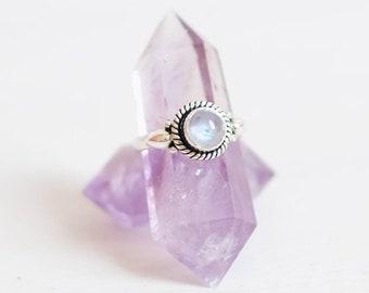 Boho Ring. Silver Ring. Gemstone Jewellery. Stone Ring. Boho Jewellery. Sterling Silver Ring. Rainbow Moonstone Ring. Boho Rings for Women.