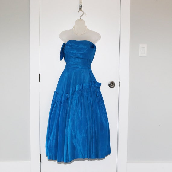 Beautiful blue 1950s formal dress with full skirt