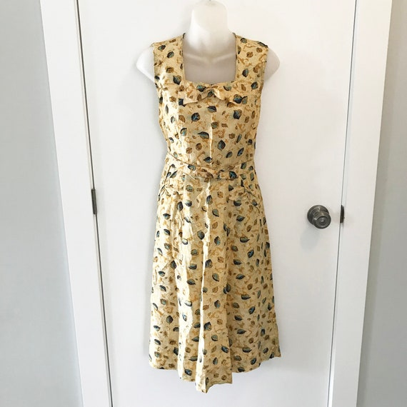 Dainty and oh so pretty 1940s summer dress