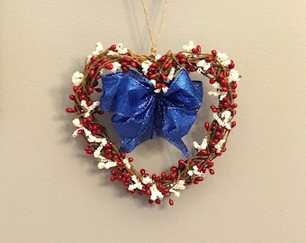 Small Grapevine Wreath. Stars and Stripes. Patriotic Heart Wreath. Red White and Blue Decor. Americana. Farmhouse. Independence Day. July 4