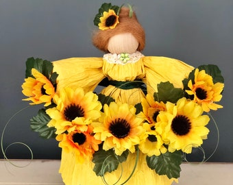 Sunflower Doll. Sunflower Figurine.  Handmade Doll.  Corn Husk Doll. Sunflower Decor. Unique Sunflower Decorations. Sunflower Gifts.  Dolls