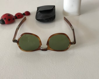 0597528f1f Vintage Folding Sunglasses with Case~ Folding Collapsible Vintage Sunglasses