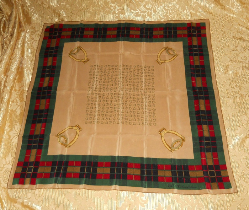 6bea7b1fc2ec7 Genuine vintage Gucci scarf 100% silk Accessory Collection