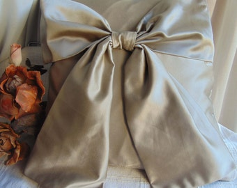 Taupe pillow with Ribbon