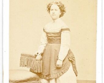 CDV Photo ~ Young Lady - J.K. Bundy Photographer - New Haven, Conn