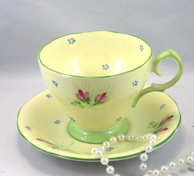 Glocke schöne Tasse & Untertasse zarte Blumenmuster auf | Etsy