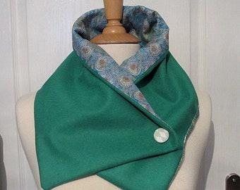 Cache-cou   écharpe   wrap ~ en plumes de paon et de laine vert émeraude imprimé  Liberty coton dcacbda3287