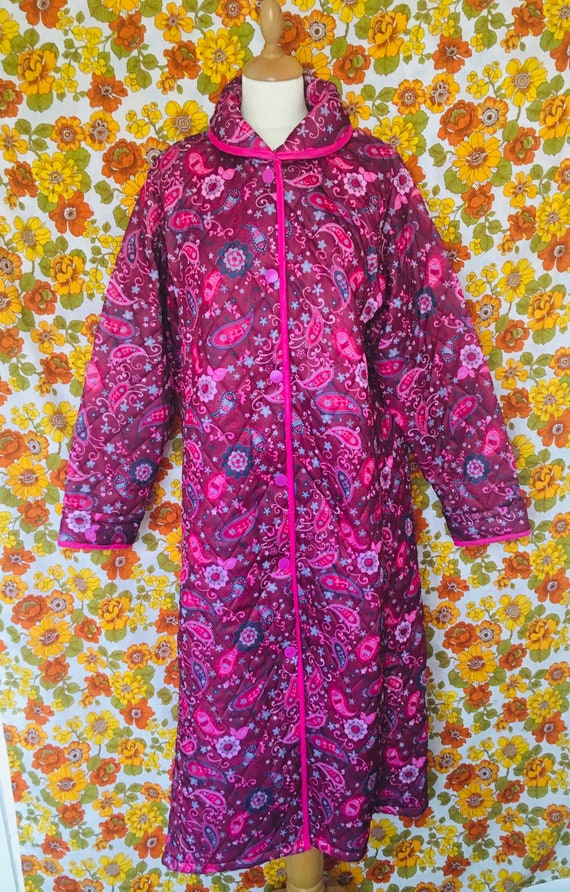 Vintage 1960s Pink Paisley Print Quilted Dressing