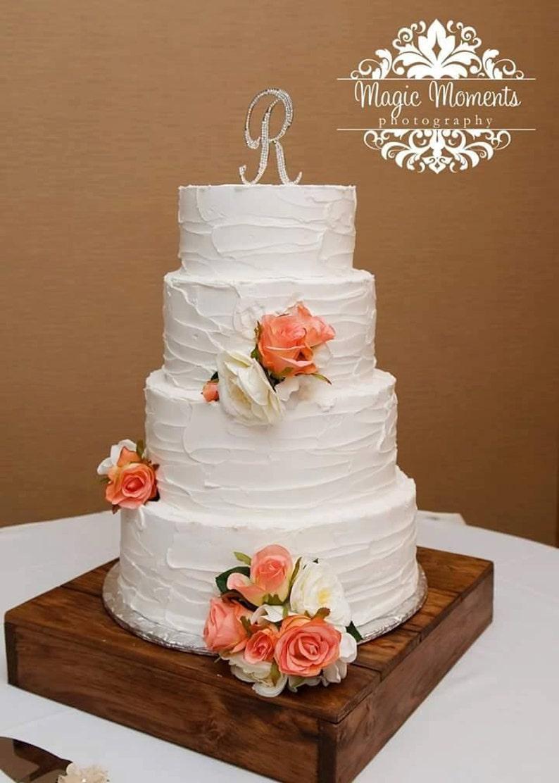 Gâteau De Mariage Fleurs Gâteau Mariage Rustique Avec Des Fleurs Roses De Jardin Blanc Mariage Romantique De Roses Corail