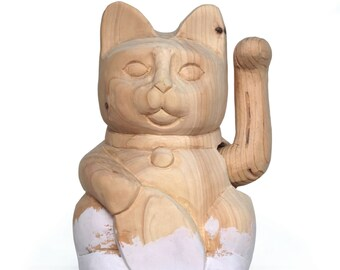 """Maneki-Neko or luckycat hand-carved wood and painted with colored chalkpaint """"Old White"""". 12x8x18cm"""