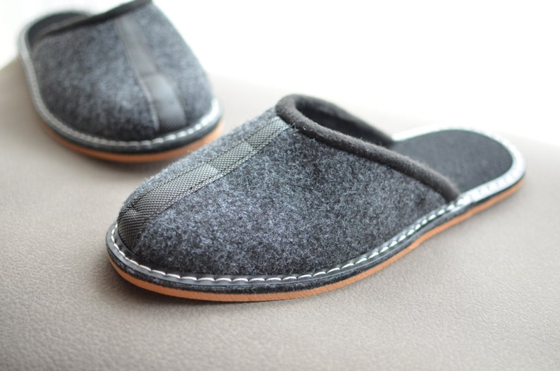 Gray felt slippers man slippers man shoes man indoor shoes. image 0