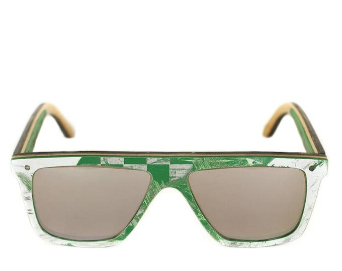 Lunettes de soleil 7PLIS #263 skateboard recyclé #FUNBOX vert blanc et noir     verre gris miroité catégorie 3