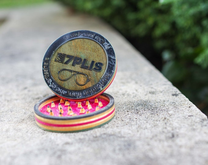 7PLIS Recycled Skateboard Grinder & resine pink black wood