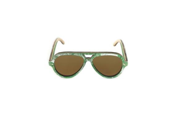 Lunettes de soleil 7PLIS #262 skateboard recyclé #PIPE vert et blanc     verre brun catégorie 3 polarisé