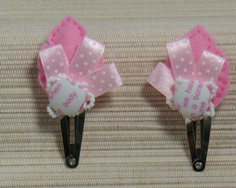 Barrettes Click Clack with felt, printed letters and ribbons in pink and white