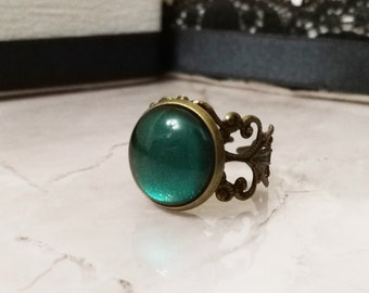 Victorian jewelry, victorian ring, green stone, gothic victorian jewelry, gothic ring, gothic jewelry, vintage ring, vampire jewelry