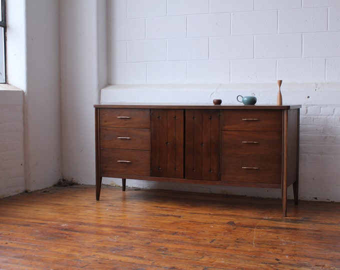 Broyhill Saga Compact Triple Dresser