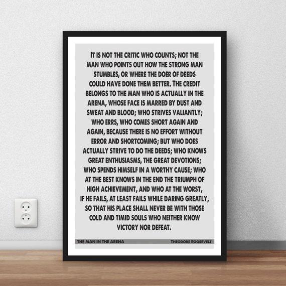 Theodore Roosevelt el hombre de la Arena cartel de la cita