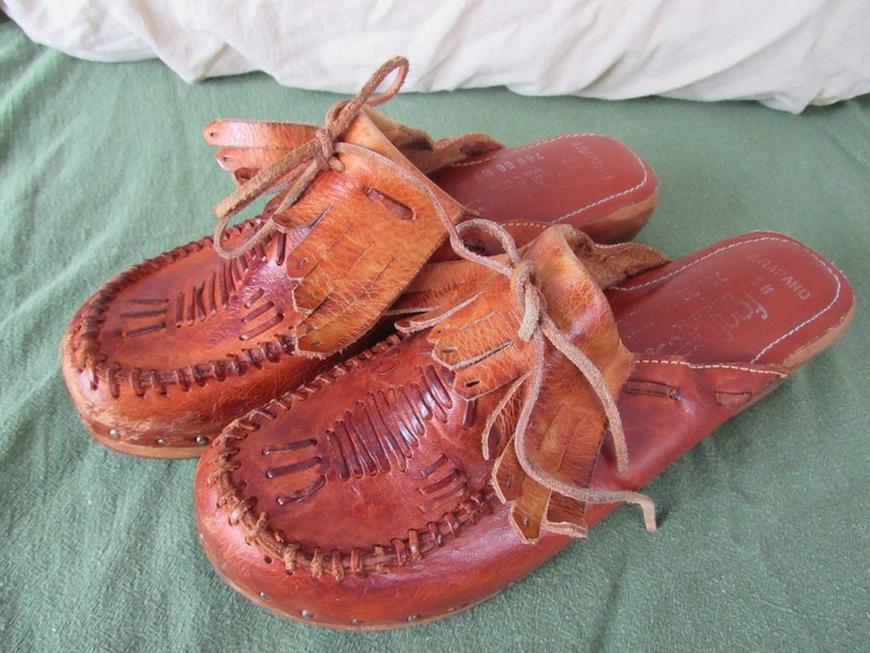 Vintage Fanfares Arapaho Wooden Wedge Clogs Shoes Moccasins Size 5M 1970s Free Shipping
