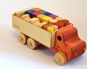 Jeu de blocs de bois avec son camion rouge
