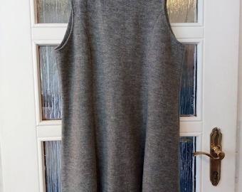 Knee-length walk dress 100% wool Viennese seams
