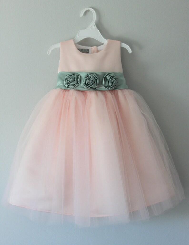c035f6fe4 El Alexis vestido  Hecho a mano flor vestido de niña tul