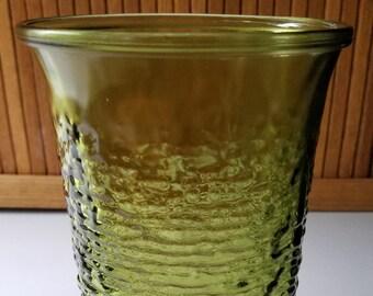 Straight Vase in Soreno-Avocado Green by Anchor Hocking