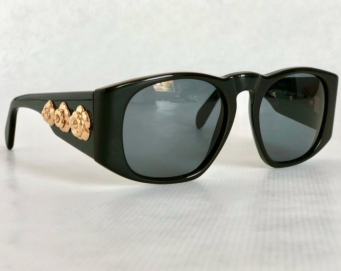 CHANEL 0002 Vintage Sunglasses New Old Stock including Quilted Leather Case, Cloth and Box