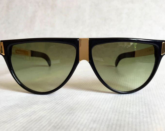 Gianfranco Ferre GFF 26 Vintage Sunglasses including Ferre Case - New Old Stock