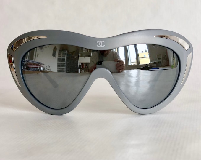 CHANEL 15545 Vintage Sunglasses – New Unworn Deadstock – Including CHANEL Softpouch and Cloth