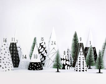 Advent Calendar / Hyggewald // DIY construction paper, plain, minimalist, little trees to fill for yourself, for boys, girls and adults