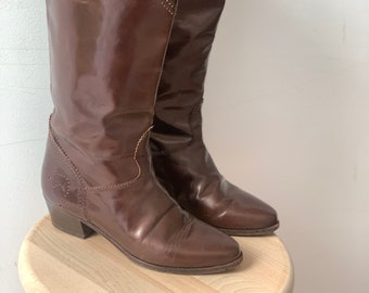 Vintage Embroidered Boots in Brown EU 38, UK 5, US 7
