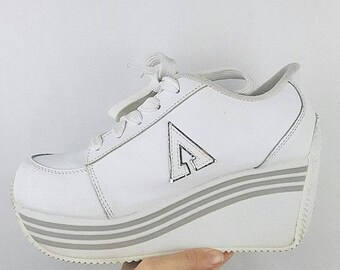 2053f011aabf Ultimate 90 s Vintage Le Chateau Leather White Platform Spice Girls Sneakers